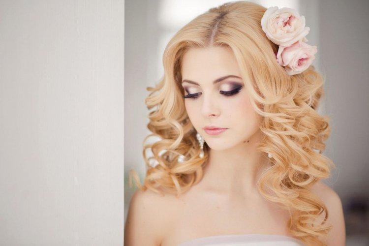 Пурпурные оттенки для зеленоглазых блондинок