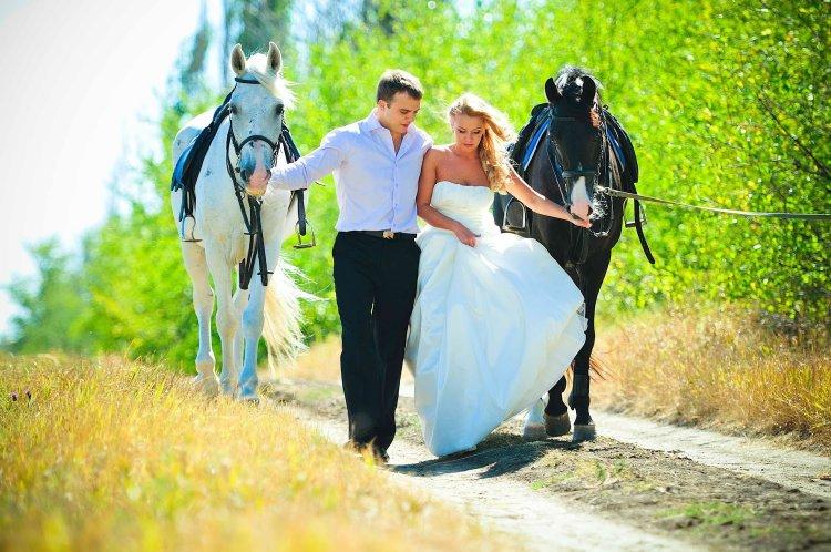 Романтическая прогулка с лошадьми