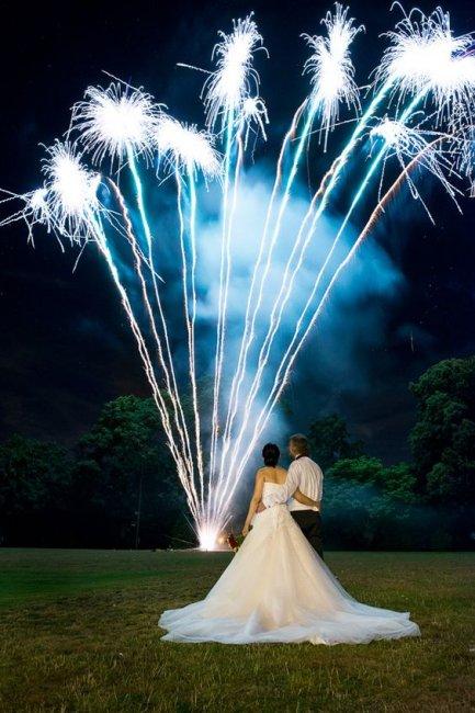 Эффектное завершение свадебного дня