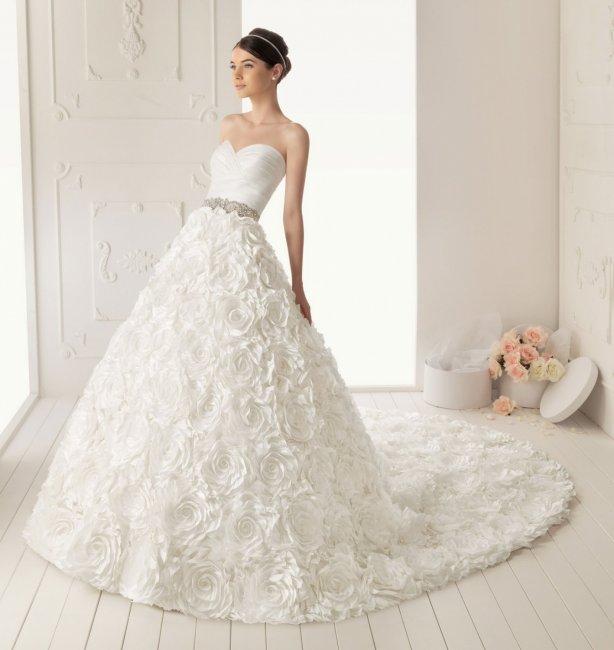 Свадебное платье принцесса со шлейфом