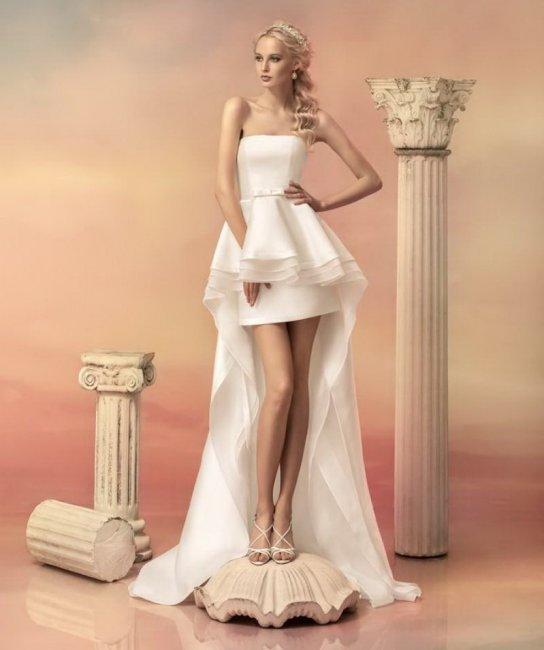 Свадебное платье со шлейфом и баской