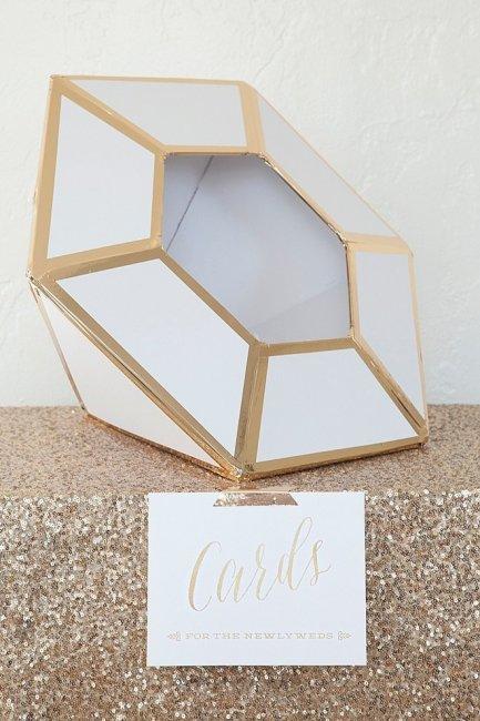 Коробка для денег в виде бриллианта