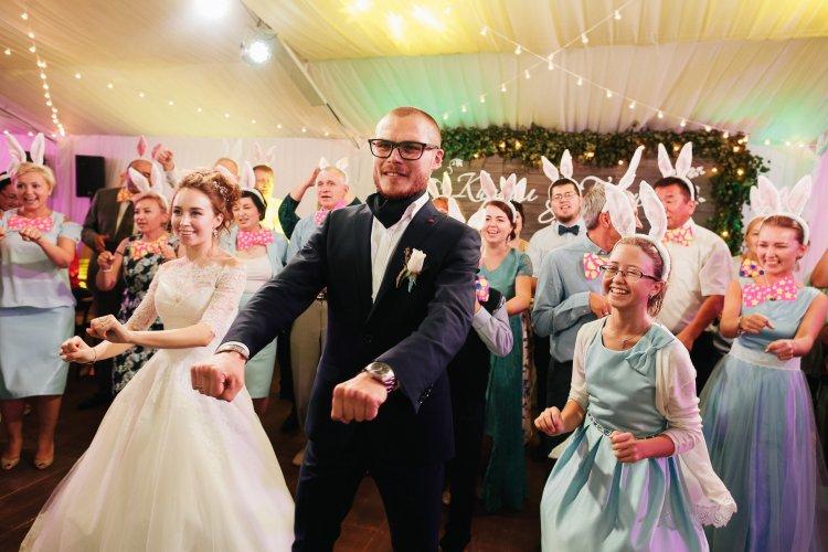 Веселый сценарий на свадьбу с конкурсами готовый