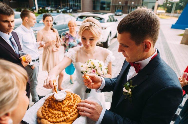 Свадьба поздравления встреча молодых с караваем6