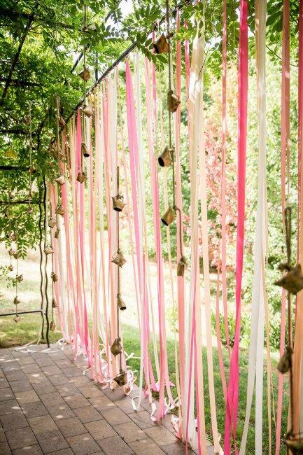 Ленты для украшения двора