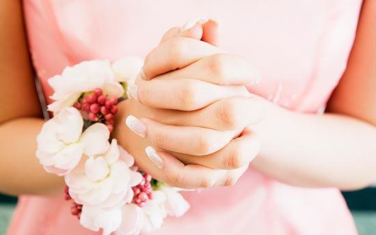 Цветочно-ягодный браслет на руку