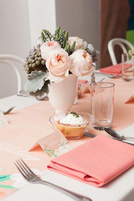 Розово-персиковый декор зала