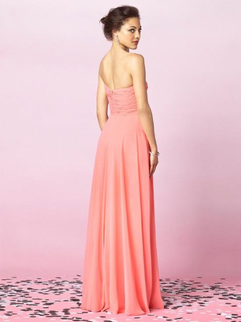 Розовое платье свидетельницы