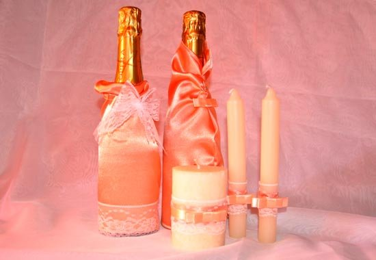 Оформление свечей и бутылок для свадебного стола