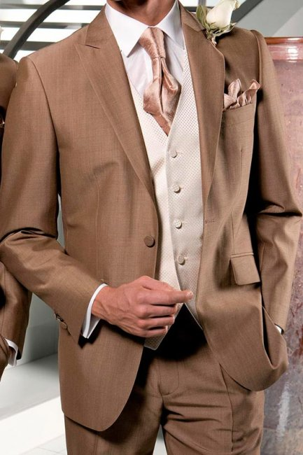 Благородные оттенки костюма жениха