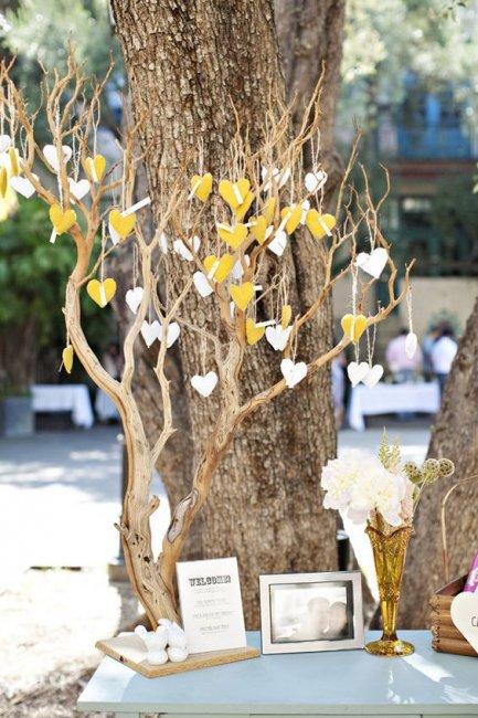 Красивое дерево для пожеланий на свадьбу
