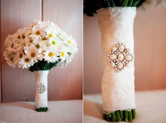 Свадебный букет с кружевом