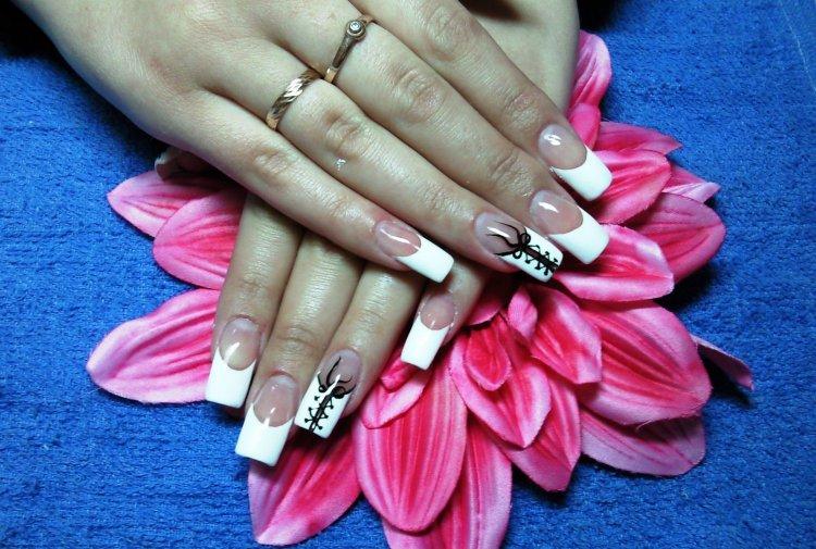 Дизайн шнурков на ногтях