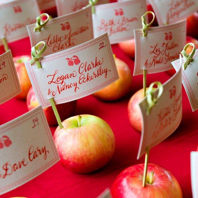 Яблоко с пожеланиями