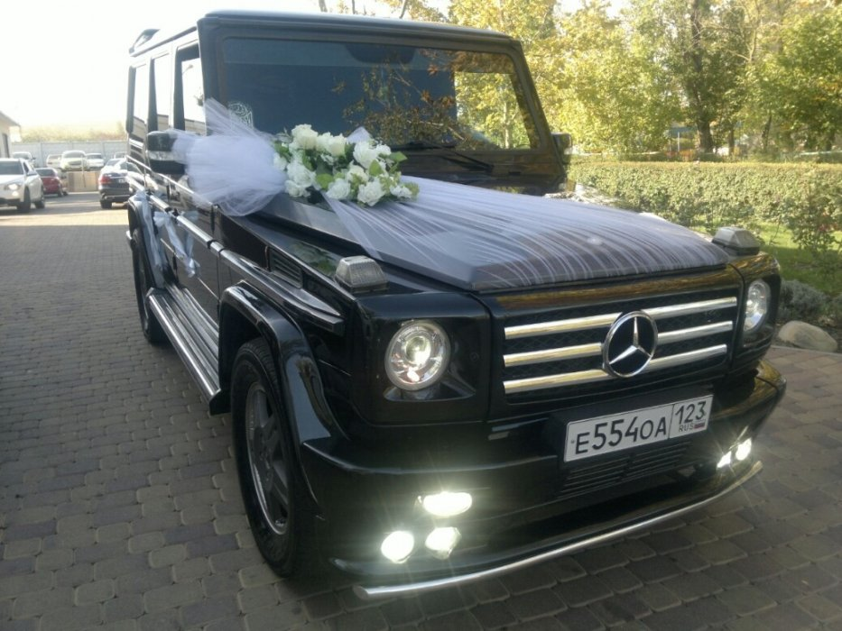 Украшенный на свадьбе гелендваген