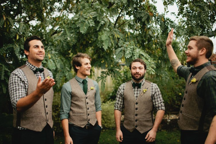 Гости на свадьбе в стиле рустик