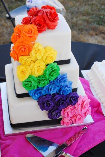 Торт для радужной свадьбы