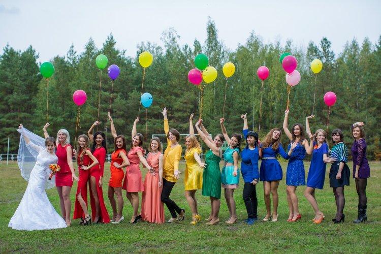 Яркие гости на радужной свадьбе