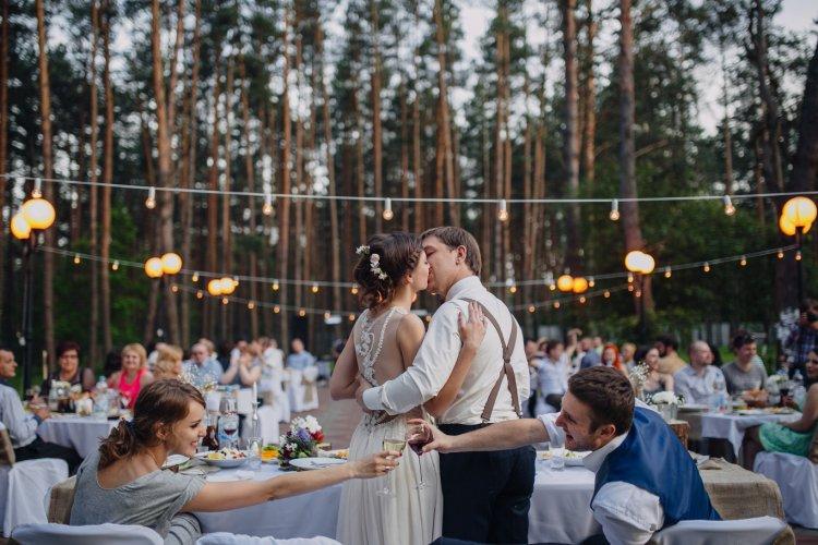 Свадьба на лужайке усадьбы