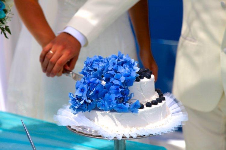 Свадебный торт с незабудками