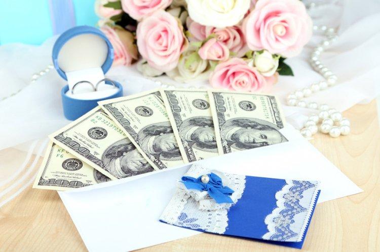 Сколько денег дарят родители детям на свадьбу