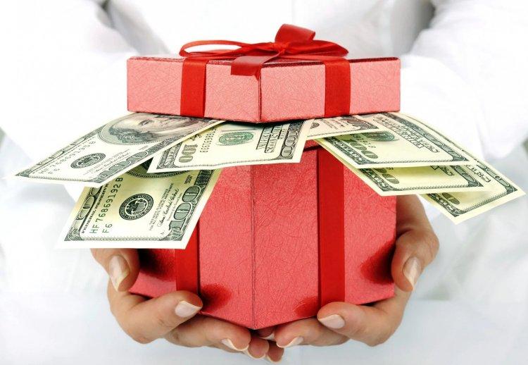 Сколько денег родители дарят на свадьбу детям