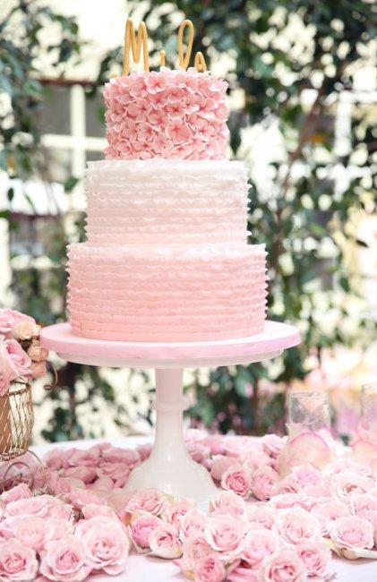 Свадебный торт с рюшами из крема