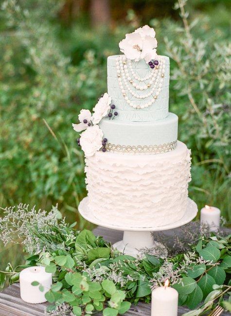 Свадебный торт с бусинами