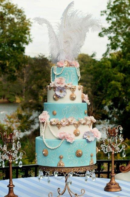 Свадебный торт с брошами