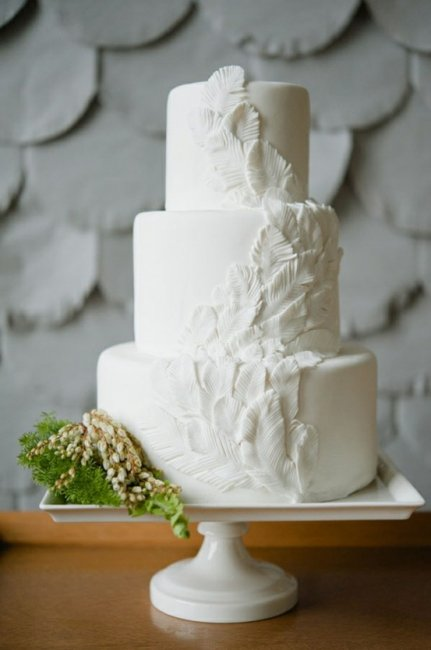 Свадебный торт с имитацией перьев