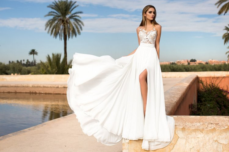 62d3f4a8ae4 Свадебные платья с разрезом от бедра  модели