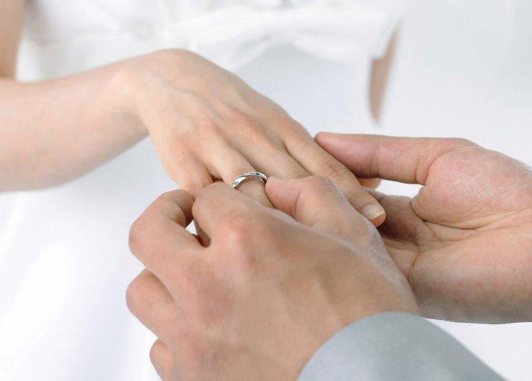 На каком пальце следует носить обручальное кольцо