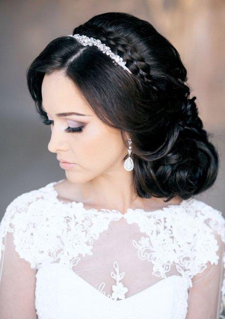 Прическа на свадьбу с косой челкой