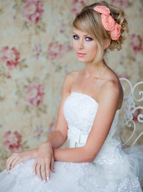 Свадебная прическа с длинной челкой