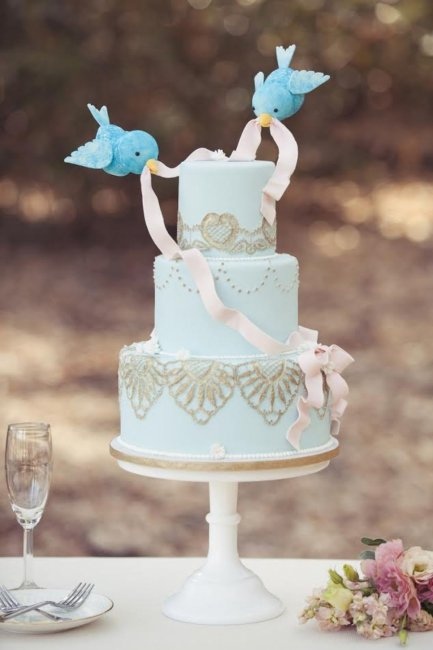 Свадебный торт с фигурками из мастики