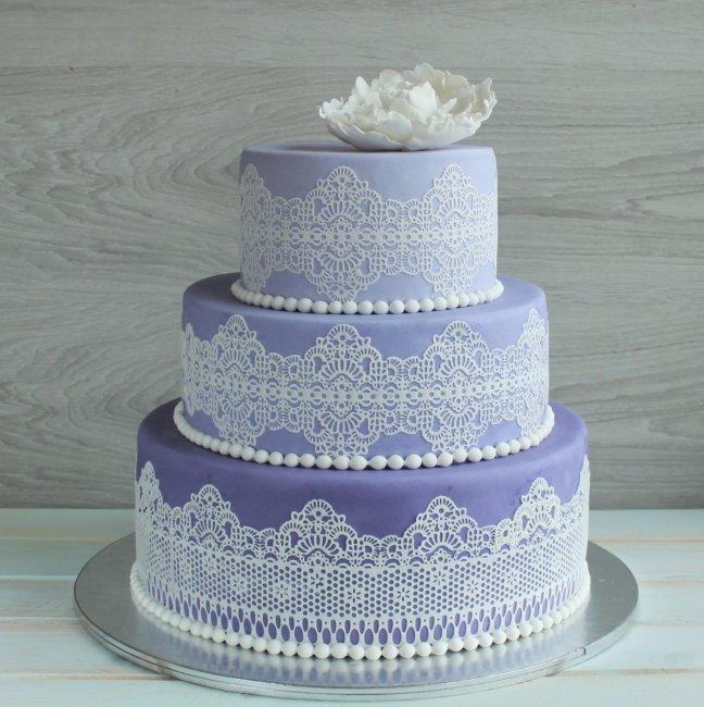 Свадебный торт декорированный