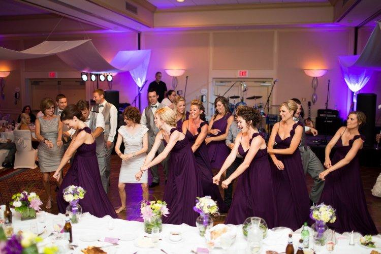 Танцевальный флеш-моб в исполнении подружек невесты