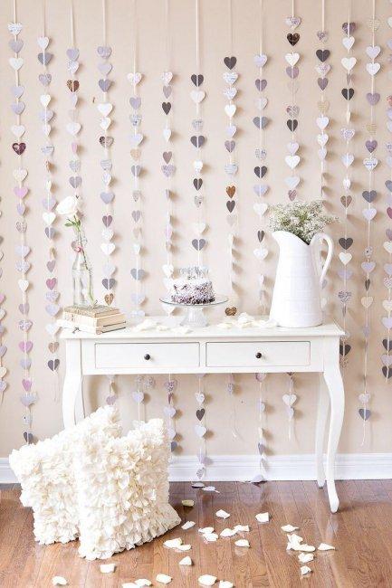 Бумажные гирлянды - красивая идея для декора квартиры невесты