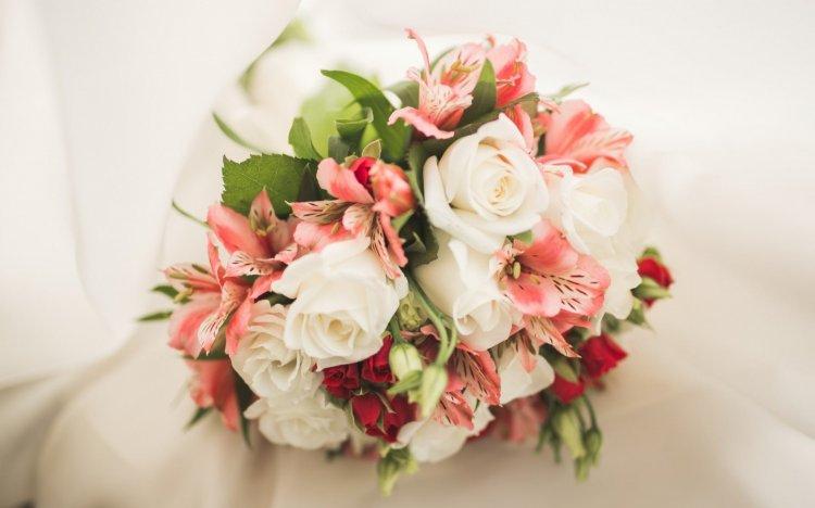 Букет невесты из альстромерий и роз