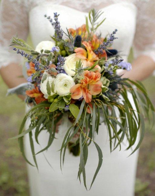 Изысканный букет невесты из перуанских лилий