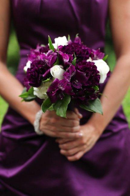 Эффектный букет невесты для сиреневой свадьбы