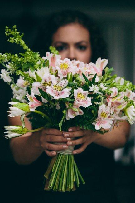 Свадебный букет с перуанскими лилиями