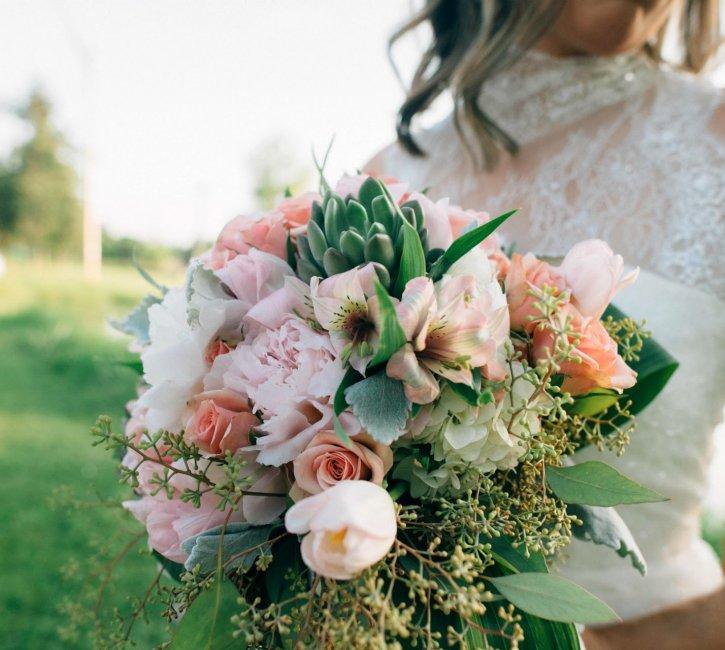 Букет невесты - розы и альстромерии