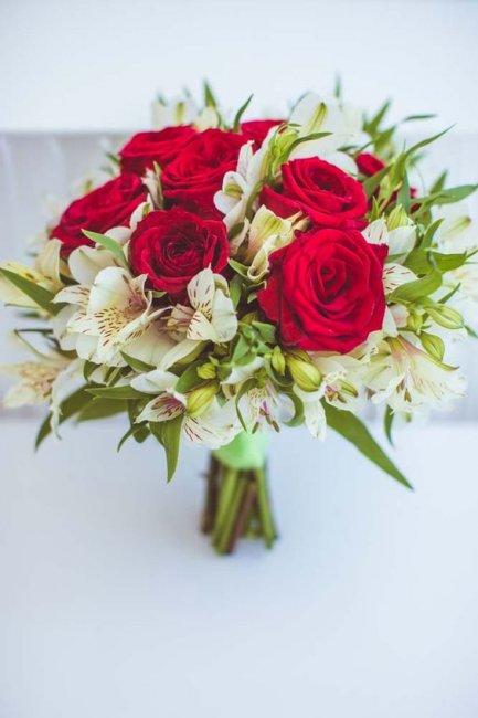 Роскошный букет невесты в пастельных тонах