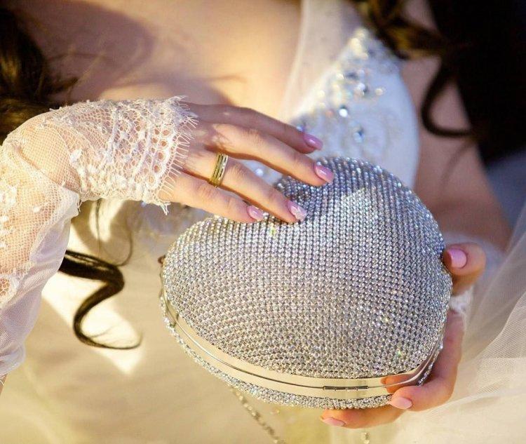 Клатч для невесты в форме сердца