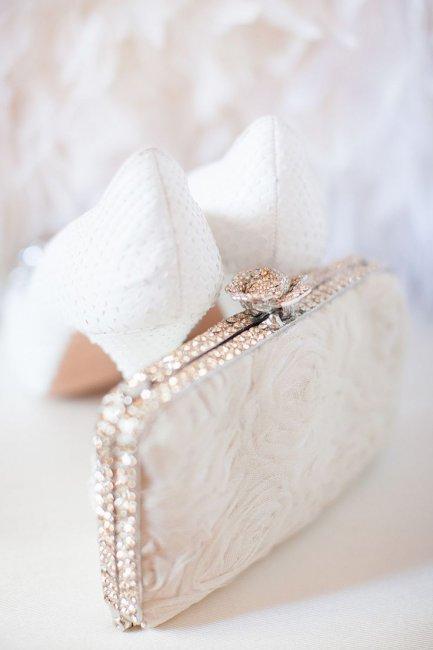 d0298a0431bd Свадебные клатчи для невесты: модели и варианты украшения (фото)