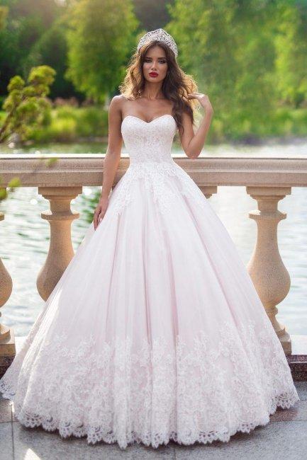 Пышное свадбеное платье на кринолине