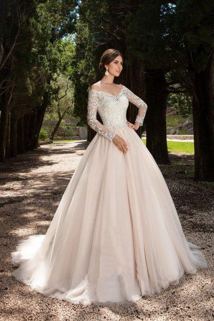 Пышный няряд невесты нежно-розового цвета