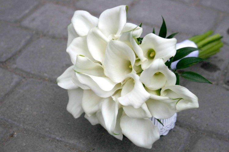 Букет цветов на жемчужную свадьбу