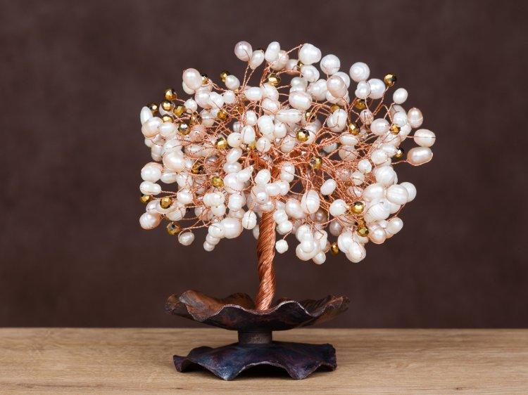 Семейное дерево из перламутровых бусинок